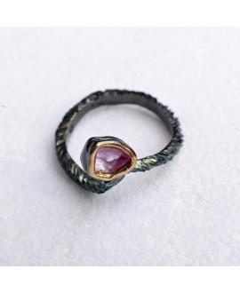 Кольцо Alchemica с позолотой вокруг рубина