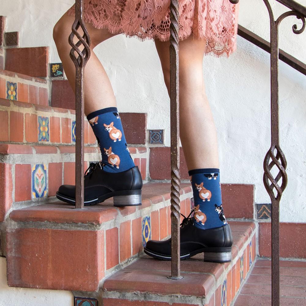 Женские носки Socksmith «Попа корги» синие - Фото 2